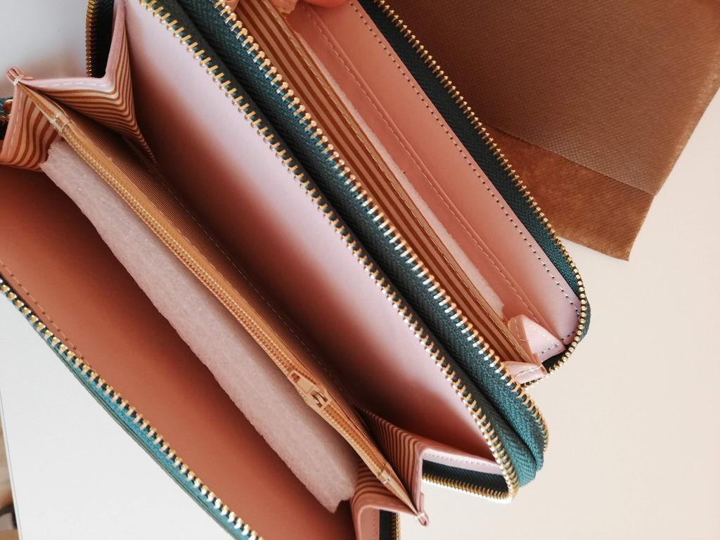 TAN Ladies Leather Twin Clip Top Purse